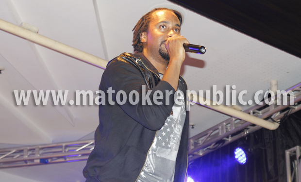 Navio spitting his rhymes.